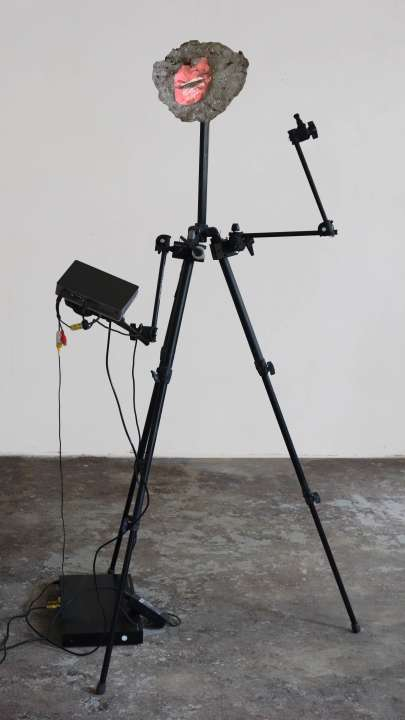 Cinematographic Sculpture with two Talking Heads, 6 min loop, dual channel, 130 x 160 x 135 cm